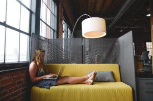 Despre incercarile companiilor de a mentine angajatii fericiti si rezultatele programelor de wellbeing